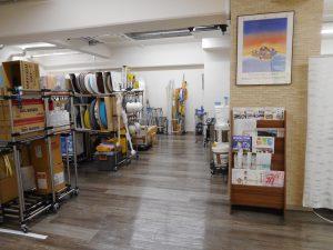 スッキリとした横浜支店の倉庫スペース