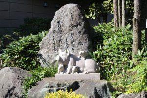 温泉入り口には白ブタちゃんの像