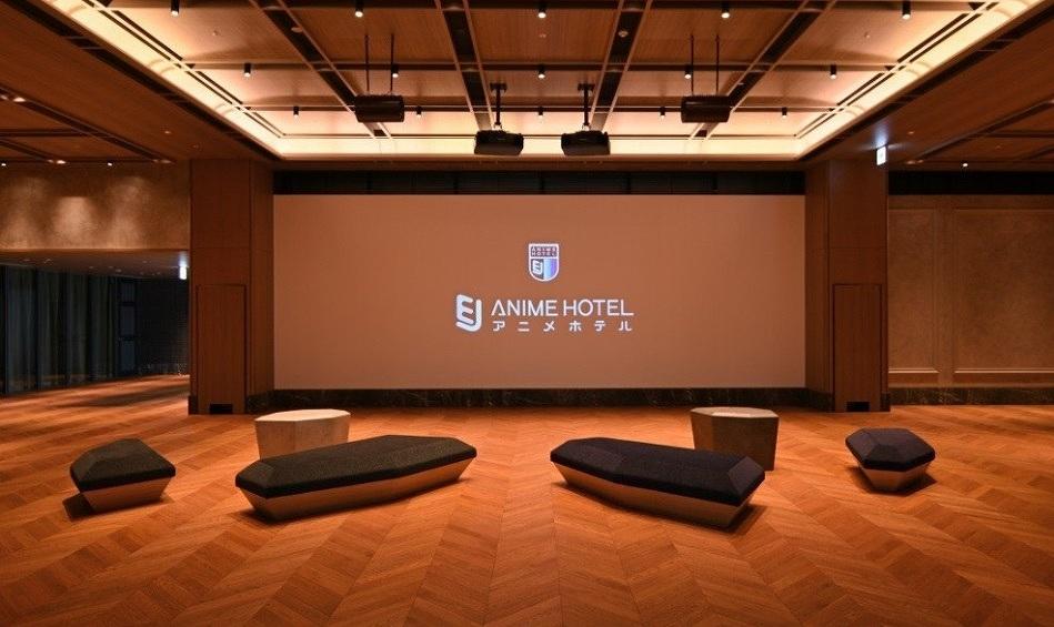 EJアニメホテルの広々としたロビーでお出迎え!