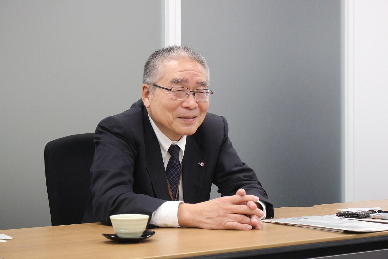 表情豊かに、身振り手振りを交えてお話しくだ さりました。激動の時代を松田会長と二人三脚 で駆け抜けたお話に、私たちはすぐに引き込ま れました