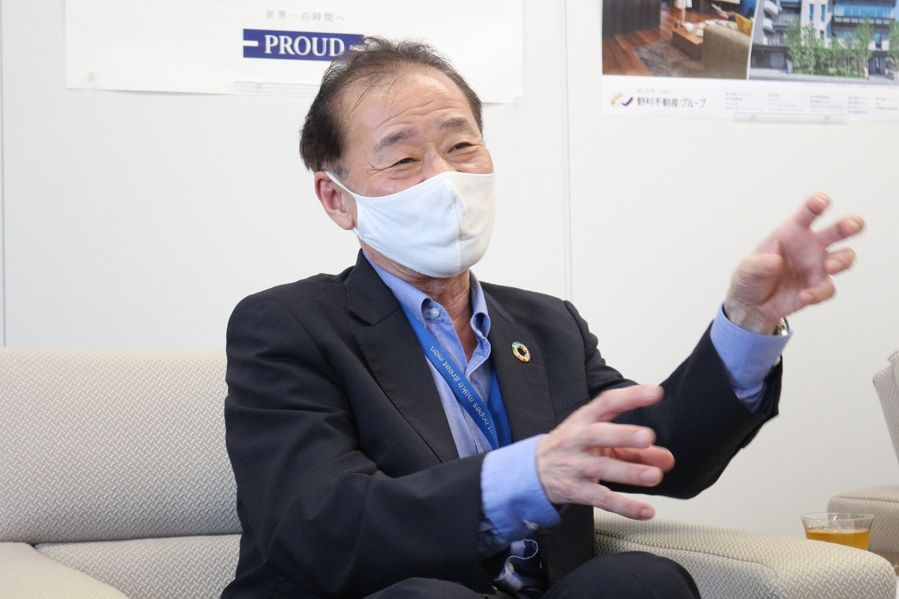 野村不動産パートナーズ株式会社 福田社長様。 身振り手振りを交えながら、気さくにお話し くださりました