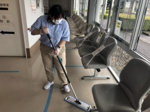 のぞみ病院での清掃、29期生の山口さんも頑張ってます