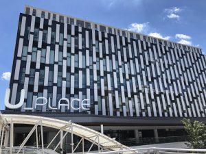 シェアオフィス『U_LABO』は、川越駅西口徒歩2分、 ペデストリアンデッキ直結の『U_PLACE』5階に位置し、 利用者にとっても来訪者にとっても利便性の高い施設です